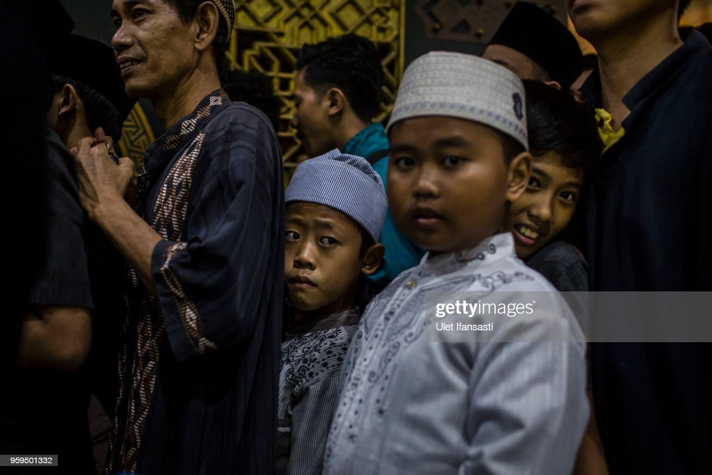 Indonesian Muslim kids queuing for food as prepare for iftar on the first day of the holy month of Ramadan at the Grand mosque on May 17, 2018 in Surabaya, Indonesia. Indonesia will begin observing Ramadan on Thursday where millions of Muslims begin the fasting from dawn-to-dusk for a month. For the Islamic State group, Ramadan has become a strategic time to strike as Indonesians faced an uptick of violence linked to the terrorist group during gruesome attacks at three churches and a police station around Surabaya which involved using children as suicide bombers.