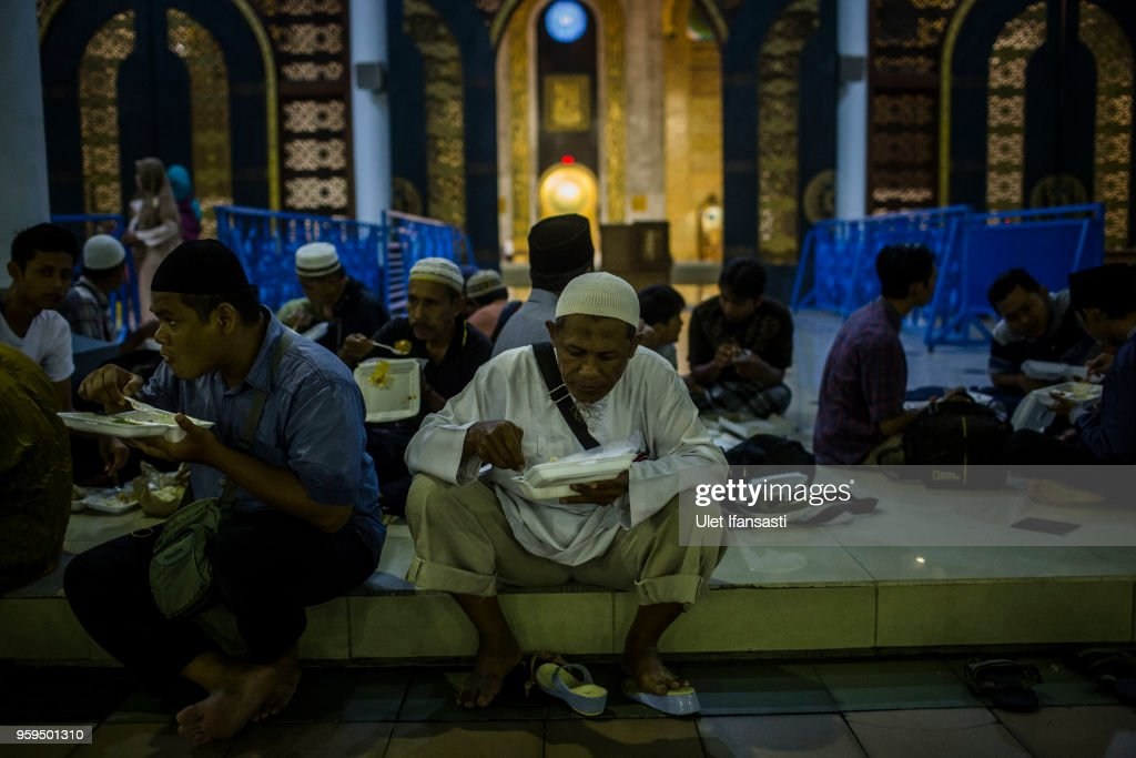 Indonesian Muslims iftar on the first day of the holy month of Ramadan at the Grand mosque on May 17, 2018 in Surabaya, Indonesia. Indonesia will begin observing Ramadan on Thursday where millions of Muslims begin the fasting from dawn-to-dusk for a month. For the Islamic State group, Ramadan has become a strategic time to strike as Indonesians faced an uptick of violence linked to the terrorist group during gruesome attacks at three churches and a police station around Surabaya which involved using children as suicide bombers.