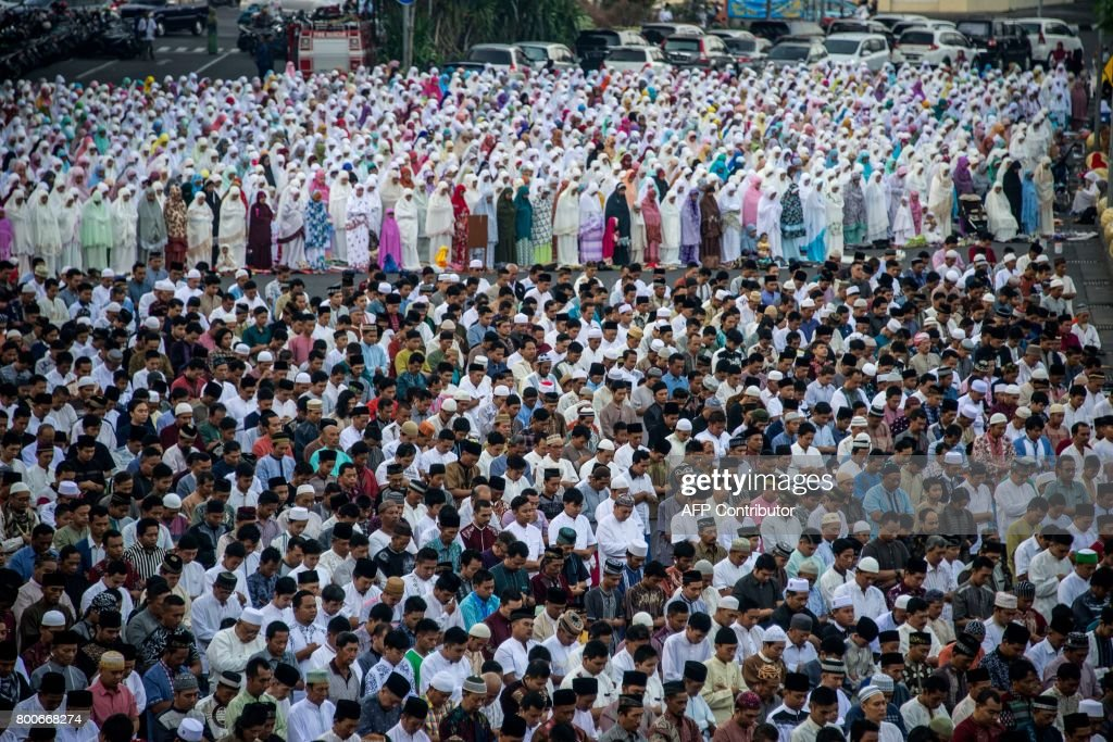 Beautiful Indonesian Eid Al-Fitr Decorations - indonesian-muslims-offer-eid-alfitr-prayers-at-a-mosque-in-surabaya-picture-id800668274  Perfect Image Reference_738082 .com/photos/indonesian-muslims-offer-eid-alfitr-prayers-at-a-mosque-in-surabaya-picture-id800668274
