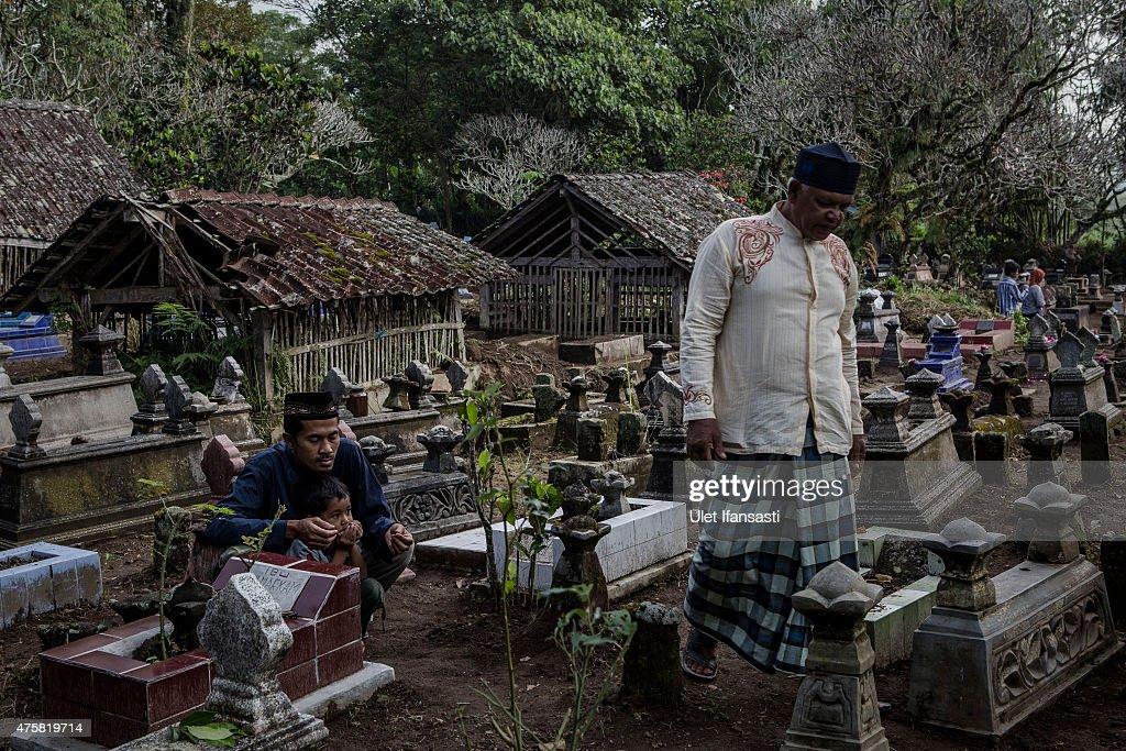 Locals Gather To Perform The Nyadran Ritual : News Photo