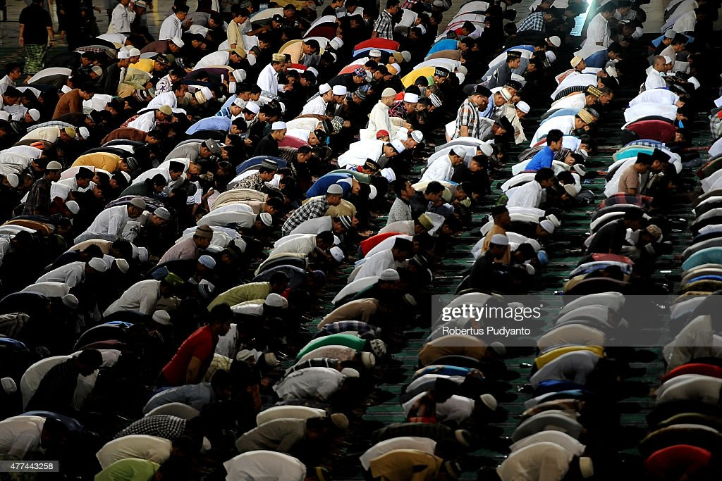 Ramadan Begins In Indonesia : ニュース写真