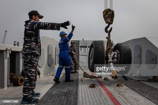 Indonesian navy personnel recover wheels from the Lion Air flight JT 610 at Tanjung priok port on November 3 2018 in Jakarta Indonesia Indonesian...