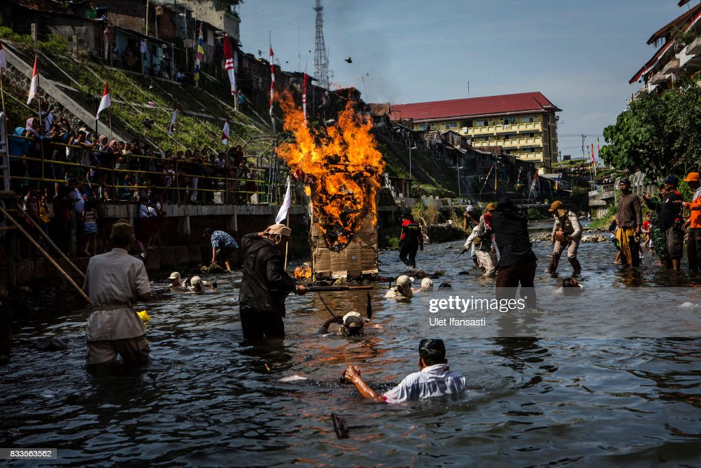 Indonesian people perform a theatrical battle for independence during celebrations for the 72nd Indonesia National Independence day at Code river on August 17, 2017 in Yogyakarta, Indonesia. Indonesia became an independent nation on 17th August 1945, having previously been under Dutch rule.