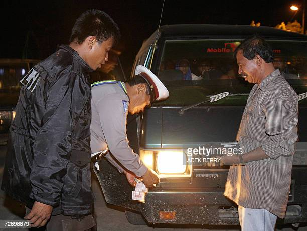 Indonesian police check vehicles passing flooded areas in Langsa 28 December 2006 More than 250000 remaining evacuees from Aceh and North Sumatra are...