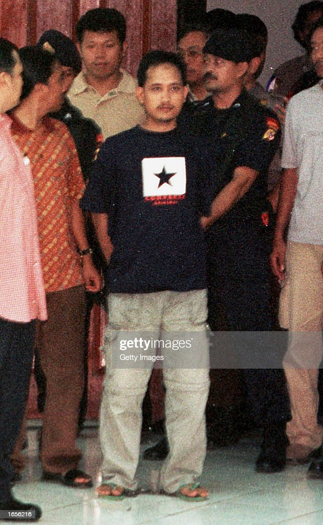 Indonesian police give the news media a look at Imam Samudra (C), alleged mastermind of the October 12 bomb attack in Bali that killed more than 180 people, November 22, 2002 in Cilegon, Indonesia. Police say Samudra has confessed to planning the attack.