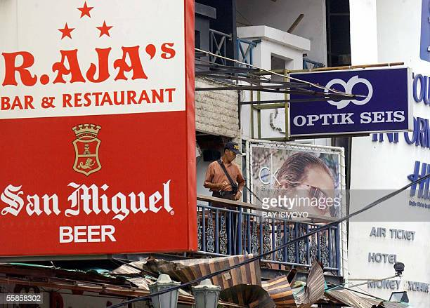 Indonesian police work on the blast site at Raja's Bar and Restaurant in Kuta Bali island 06 October 2005 where one of the bombs were detonated 01...