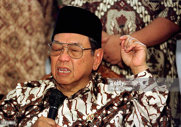 Indonesian President Abdurrahman Wahid Gus Dur speaks to the press and members of his mosque after participating in Friday noon muslim prayers June 1...