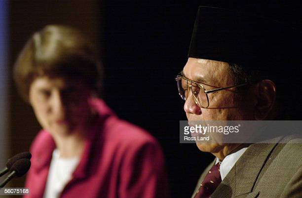 Indonesian President Abdurrahman Wahid speaks during a shared press conference with New Zealand Prime Minister Helen Clark after formal talks between...