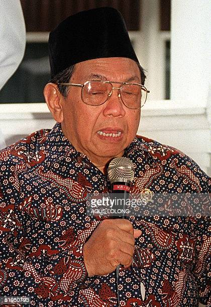 Indonesian president Abdurrahman Wahid told journalists during a press conference in Jakarta 23 September 2000 that he has received reports that six...