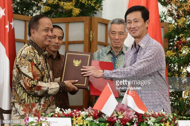 Indonesian President Joko Widodo and Singapore Prime Minister, Lee Hsien Loong witness the signing of Memorandums of Understanding on higher...