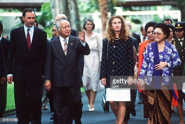 Indonesian President Suharto and Tien Suharto escort their guests Australian Prime Minister Paul Keating and his wife Annita to the state guest house...