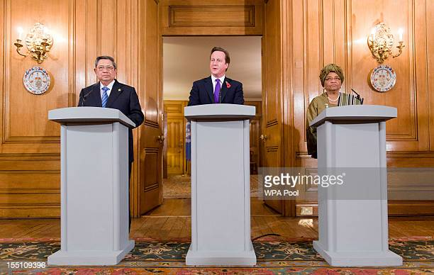 Indonesian President Susilo Bambang Yudhoyono British Prime Minister David Cameron and Liberian President Ellen Johnson Sirleaf hold a joint press...