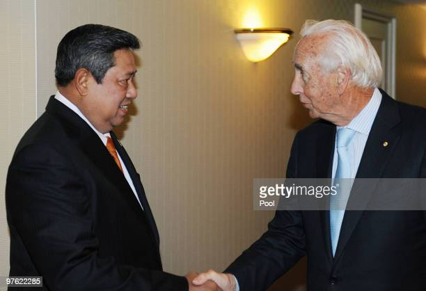 Indonesian President Susilo Bambang Yudhoyono greets Paul Ramsay from Ramsay Health during a meeting with business leaders prior to attending a...