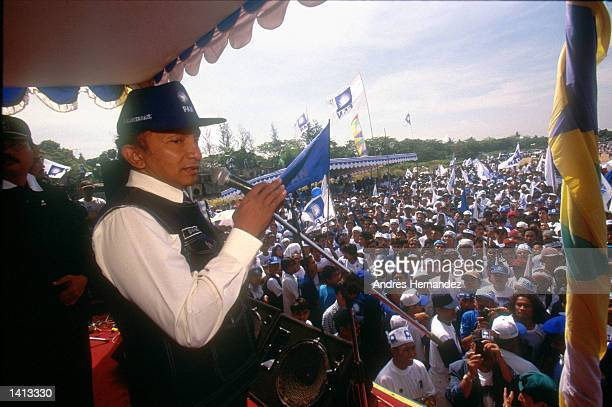 Indonesian presidential candidate Amien Rais of the 'PAN' party kicks off his campaign May 16 1999 in Jakarta Indonesia Rais is the speaker of the...