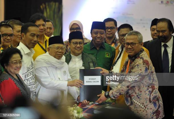 Indonesian Presidential candidate Joko Widodo with his deputy candidate KH Ma'ruf Amin give their files to the head of the General Election...