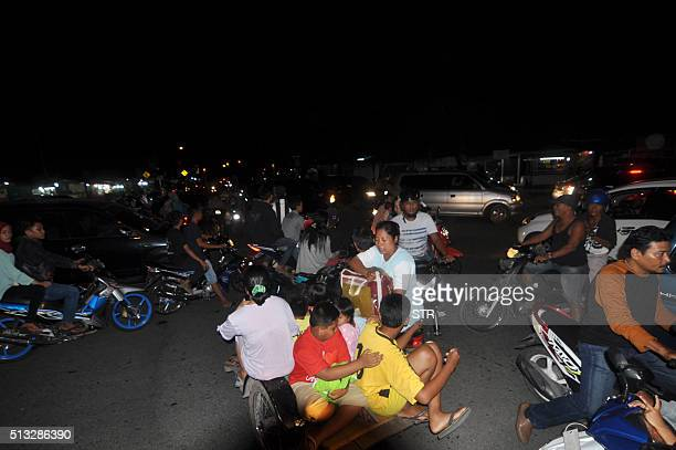 Indonesian residents use a variety of transport options as they rush to higher ground in Padang late March 2 after a powerful earthquake struck off...