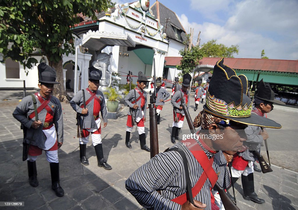 Simple Indonesian Eid Al-Fitr Decorations - indonesian-royal-guards-of-yogyakartas-sultan-hamengkubuwono-x-lead-picture-id123126679?k\u003d6\u0026m\u003d123126679\u0026s\u003d612x612\u0026w\u003d0\u0026h\u003dXfzLMw2txe6xWtifu5rAKZITCpsyIr7IWprh5_7PYKY\u003d  Picture_475378 .com/photos/indonesian-royal-guards-of-yogyakartas-sultan-hamengkubuwono-x-lead-picture-id123126679?k\u003d6\u0026m\u003d123126679\u0026s\u003d612x612\u0026w\u003d0\u0026h\u003dXfzLMw2txe6xWtifu5rAKZITCpsyIr7IWprh5_7PYKY\u003d