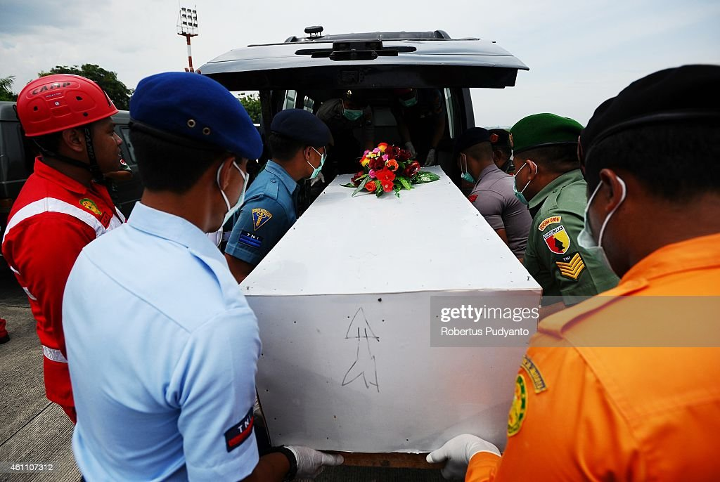 Indonesian Search and Rescue personnel place a coffin containing a victim of the AirAsia flight QZ8501 disaster in an ambulance to continue identification procedure on January 7, 2015 in Surabaya, Indonesia. A massive recovery operation is underway in waters off Borneo to recover bodies and debris from the missing AirAsia plane. AirAsia announced that flight QZ8501 from Surabaya to Singapore, with 162 people on board, lost contact with air traffic control at 07:24 a.m. local time on December 28.
