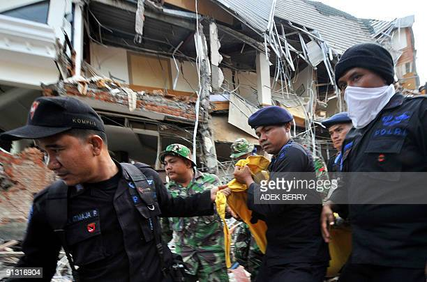 Indonesian search and rescue team members carry a dead body during an evacuation in Padang on October 2 2009 Indonesia said it feared thousands had...