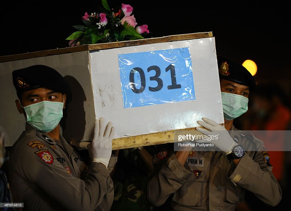 Indonesian soldiers carry a coffin containing a victim of the AirAsia flight QZ8501 crash to Bhayangkara Police Hospital for identification on January 4, 2015 in Surabaya, Indonesia. A massive recovery operation is underway in waters off Borneo to recover bodies and debris from the missing AirAsia plane. AirAsia announced that flight QZ8501 from Surabaya to Singapore, with 162 people on board, lost contact with air traffic control at 07:24 a.m. local time on December 28.