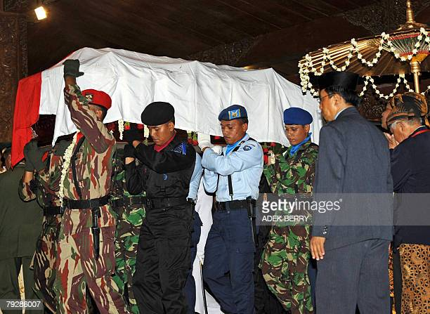 Indonesian soldiers carry the coffin of Indonesian former president Suharto during his funeral at Astana Giribangun cemetary in Tawang Mangu 28...