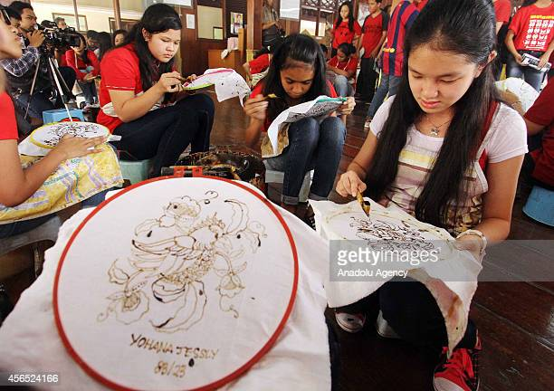 Indonesian students learn to make batik and produce their own piece of handmade batik at the Textile Museum in Jakarta Indonesia on October 2 2014...