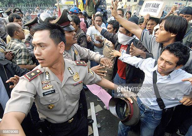Indonesian students scuffle with policemen during an anti-government demonstration in Jakarta, 30 September 2005, to protest a fuel price hike....