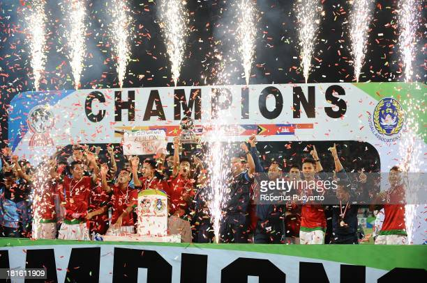 Indonesian team celebrates victory after defeating Vietnam 76 on penalties during the AFF U19 Cup at Gelora Delta Stadium on September 22 2013 in...