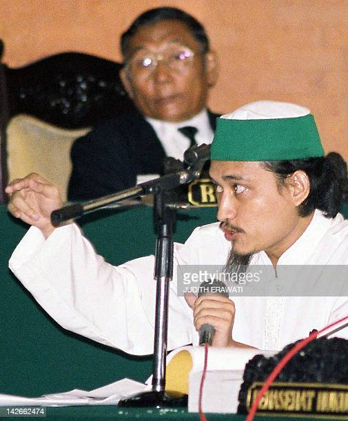 Indonesian terror key suspect Abdul Aziz alias Imam Samudra denies Australian Federal Police testimony during his trial in Denpasar Bali 07 July 2003...