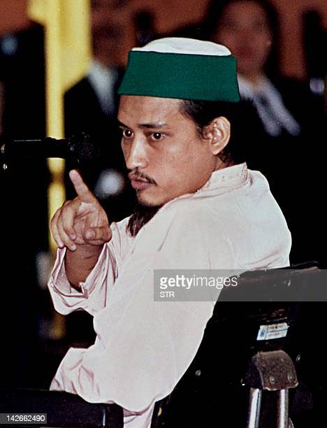Indonesian terror suspect Abdul Aziz alias Imam Samudra argues with a prosecutor during his trial in Denpasar 16 July 2003 The alleged field...