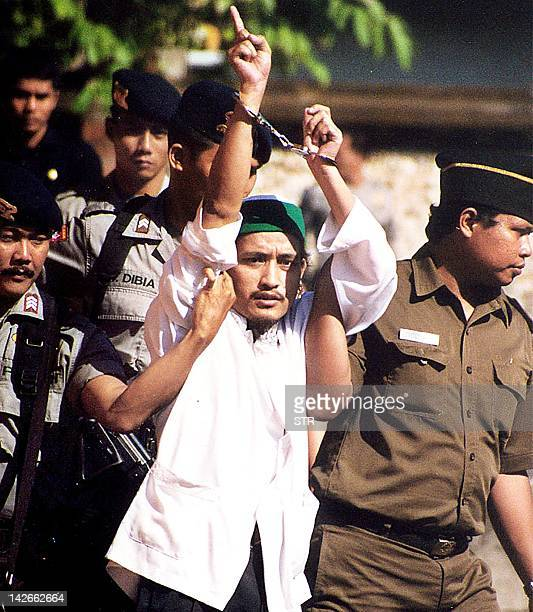 Indonesian terror suspect Abdul Aziz alias Imam Samudra points his finger and shouts 'Allah is great' after his trial in Denpasar bali 25 June 2003...