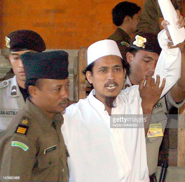 Indonesian terror suspect Abdul Aziz alias Imam Samudra shouts after his trial in Denpasar Bali 03 July 2003 A woman widowed by the Bali bombings in...