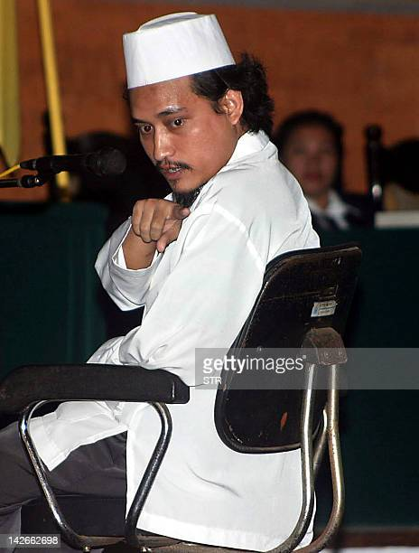 Indonesian terror suspect Abdul Aziz Imam Samudra points his finger as he answers during the trial of Ali Imron in Depasar Bali 04 August 2003 The...