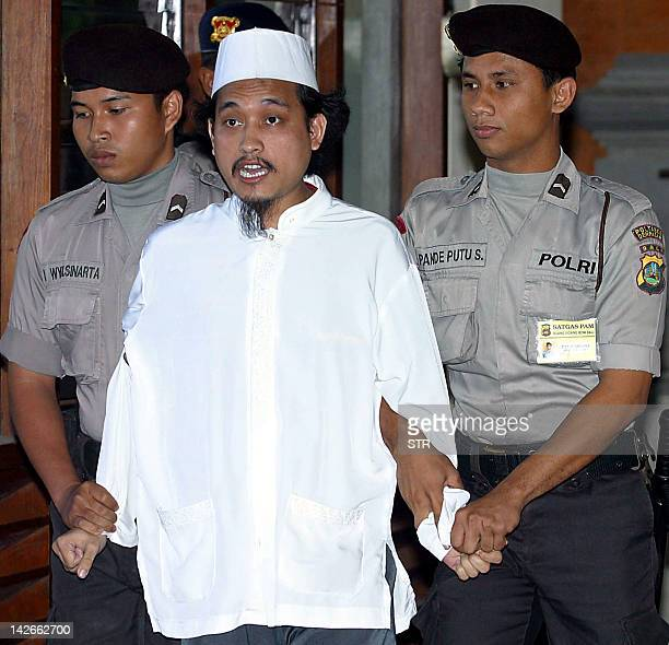 Indonesian terror suspect Abdul Aziz Imam Samudra shouts as he is escorted out of the court room by police after the trial of Ali Imron in Depasar...