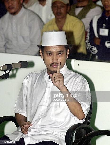Indonesian terror suspect Imam Samudera alias Abdul Aziz gestures as he testifies for muslim cleric Abu Bakar Bashir during a trial at Central...