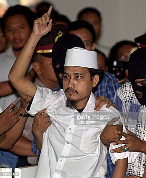 Indonesian terror suspect Imam Samudera alias Abdul Aziz points his forefinger prior to a trial to testify for Indonesian cleric Abu Bakar Bashir in...