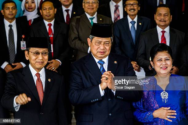 Indonesian Vice President Boediono and Indonesia President Susilo Bambang Yudhoyono and wife Ani Yudhoyono gesture to the journalists after the...