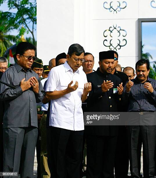 Indonesian Vice President Budiono and Aceh Governor Irwandi Yusuf pray for victims of the 2004 tsunami at the Lambaro mass grave in Banda Aceh on...