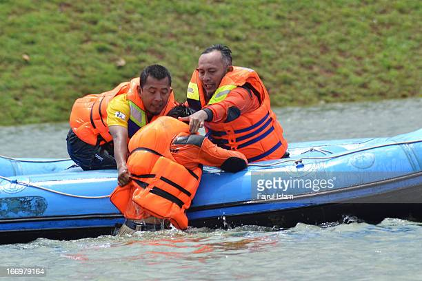 CONTENT] Indonesian Volunteer was doing a rescue water training in Setu Gintung Ciputat