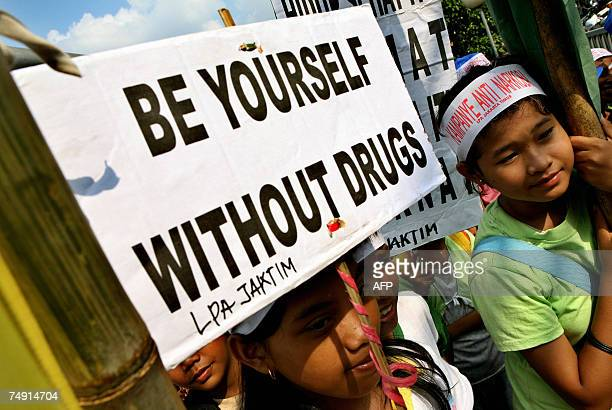 Indonesian youth hold anti antidrugs posters during a campaign to mark the United Nations International AntiDrugs Day in Jakarta 26 June 2007 Data...