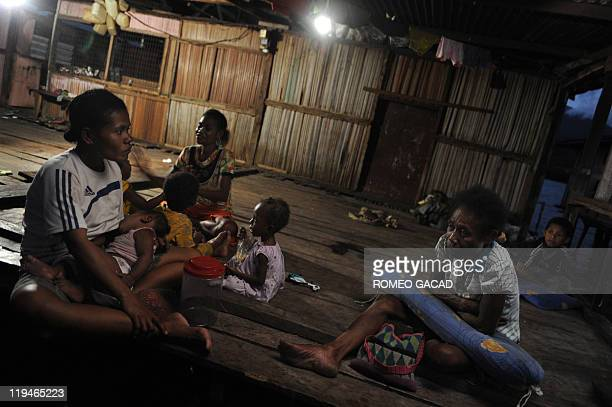 STORY 'IndonesiaPNGculturelanguage' by Jerome Rivet Photo taken on June 19 2011 shows Papuan tribeswomen and their children as they gather in a...