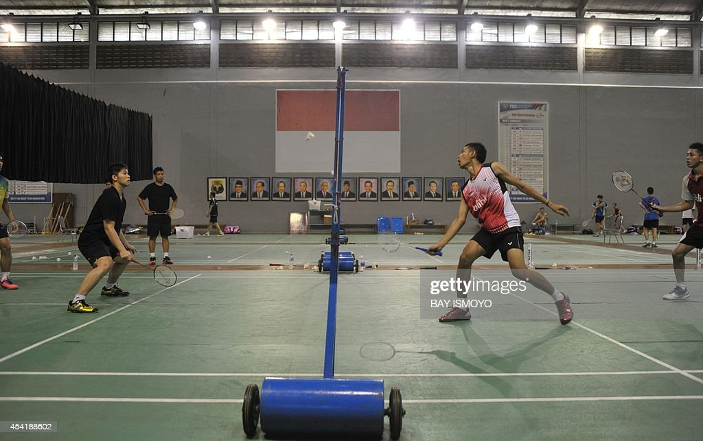 Indonesia's badminton players practice in Jakarta on August 26, 2014 in preparation for the 17th Asian Games in Incheon from September 19 to October 4. Indonesia is targeting their medal hopes in badminton in the top Asian sporting event. AFP PHOTO / Bay ISMOYO