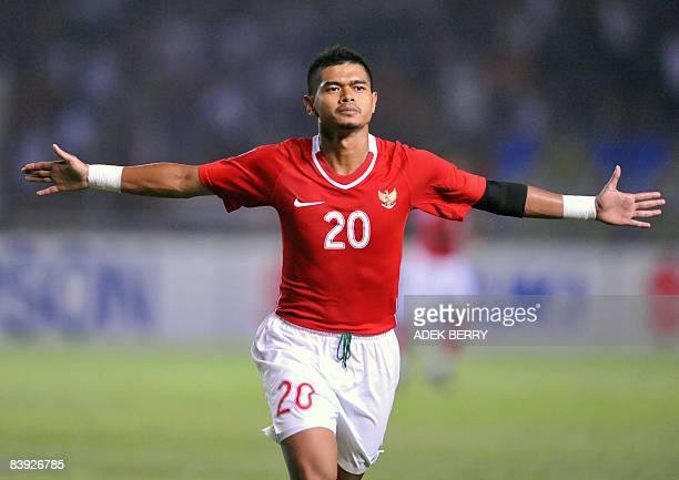 Indonesia's Bambang Pamungkas celebrates his team's third goal against Myanmar during the AFF Suzuki Cup football match in Jakarta on December 5 2008...