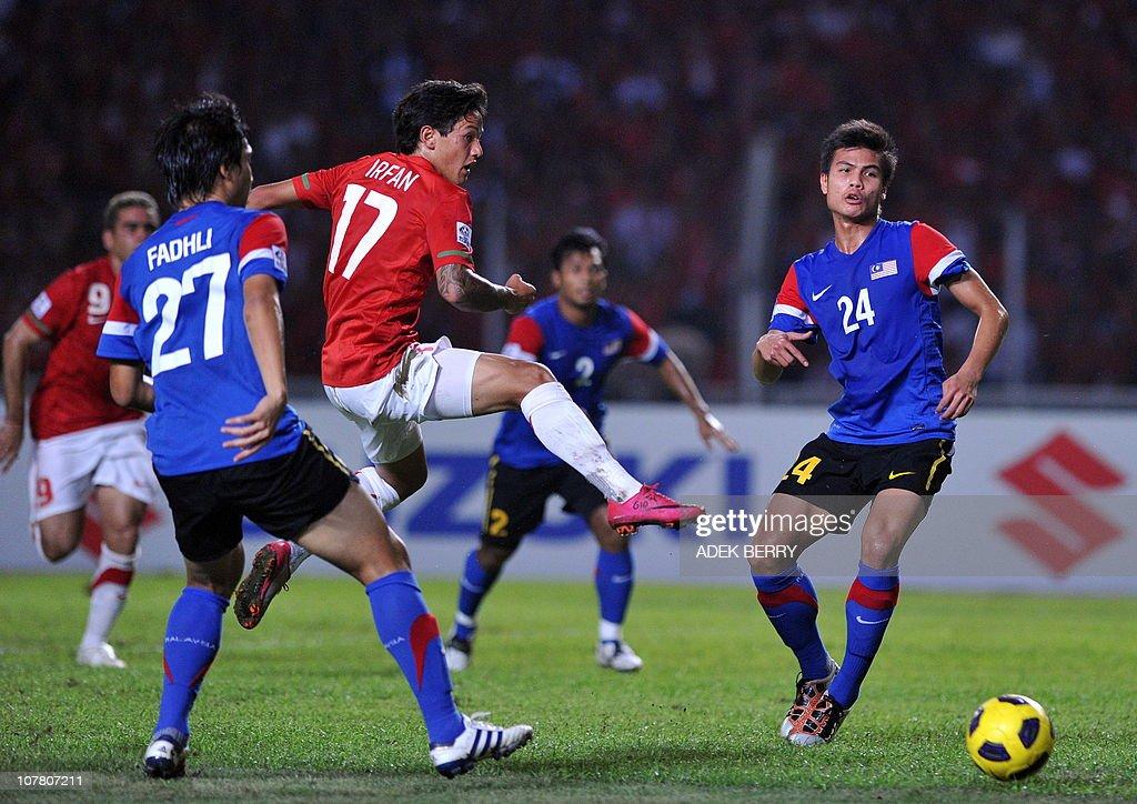 Indonesia's striker Irfan Bachdim (3L) c : News Photo
