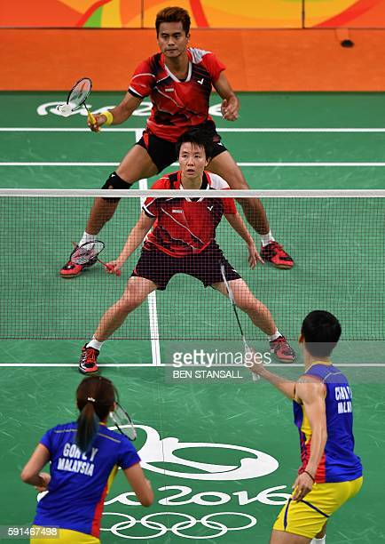 Indonesia's Tontowi Ahmad and Indonesia's Liliyana Natsir return against Malaysia's Liu Ying Goh and Malaysia's Peng Soon Chan during their mixed...