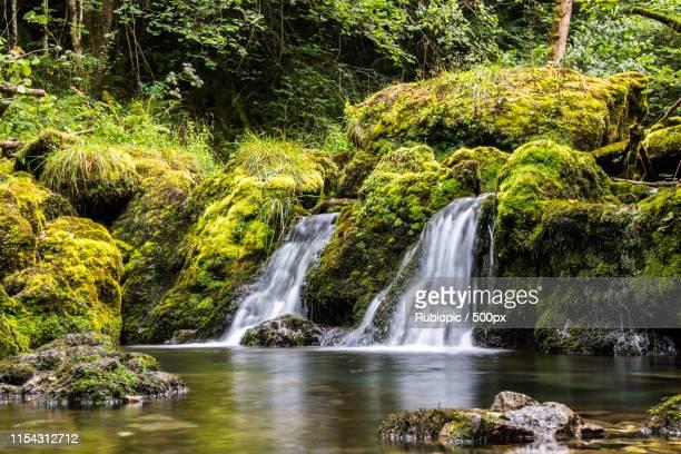 indoor waterfall in asturias - principado de asturias fotografías e imágenes de stock
