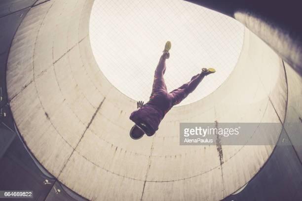 Indoor skydiving - fliegen - Extremsport Sicht - Freifall-simulation