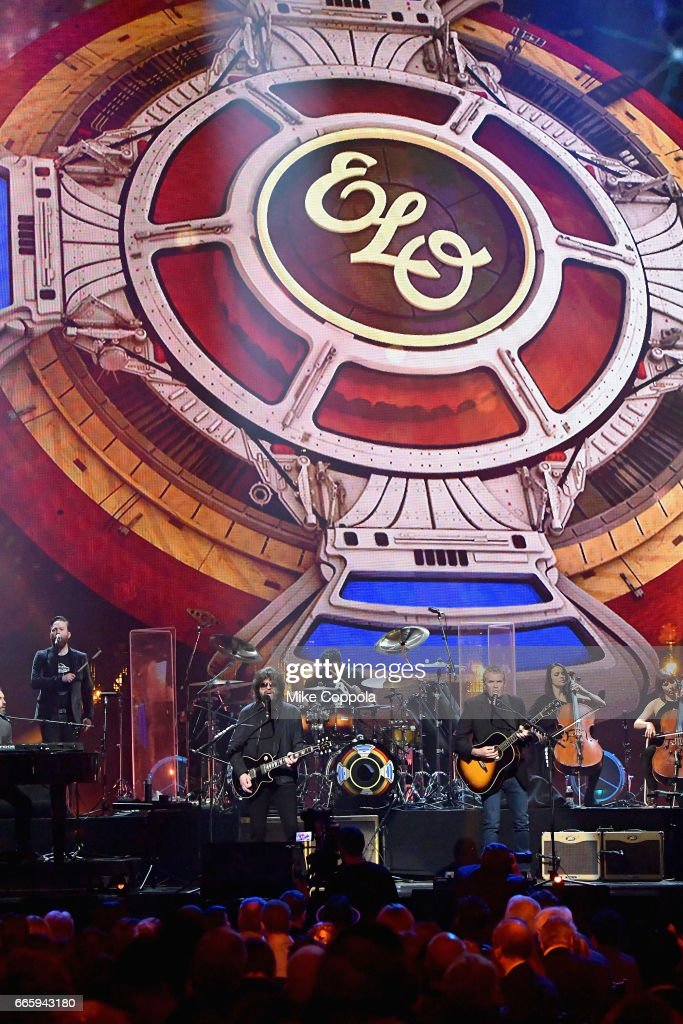 Inductee Jeff Lynne (L) of ELO performs onstage at the 32nd Annual Rock & Roll Hall Of Fame Induction Ceremony at Barclays Center on April 7, 2017 in New York City. The event will broadcast on HBO Saturday, April 29, 2017 at 8:00 pm ET/PT