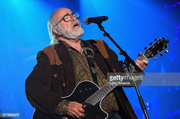 Inductee Singer-songwriter Robert Hunter performs onstage at the Songwriters Hall Of Fame 46th Annual Induction And Awards at Marriott Marquis Hotel...