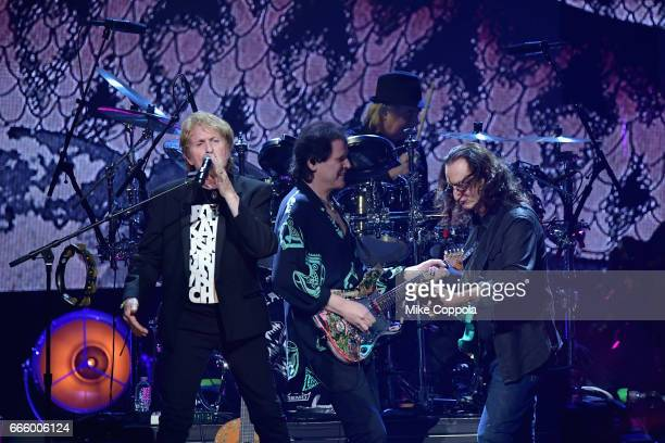 Inductees Jon Anderson Trevor Rabin and Alan White of Yes and 2013 Inductee Geddy Lee of Rush onstage at the 32nd Annual Rock Roll Hall Of Fame...